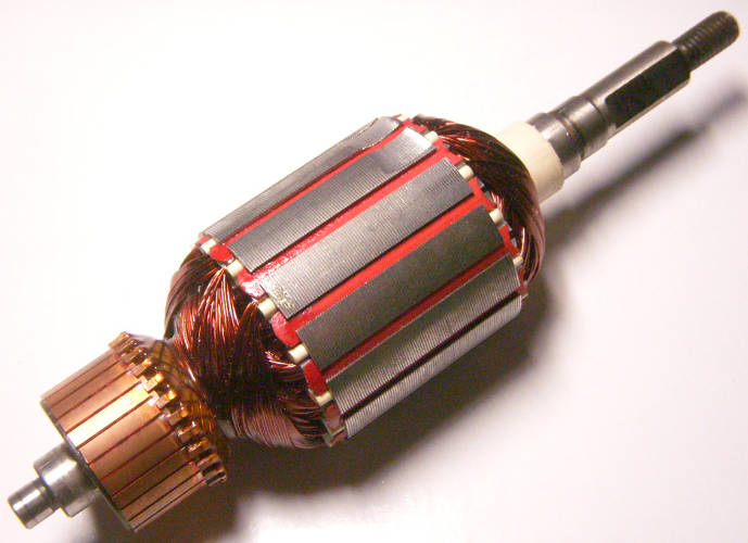 Якорь двигатеря ручного садового триммера длиной 172 мм, диаметр 47 мм, резьба 7.5 мм, между пропилами 8 мм