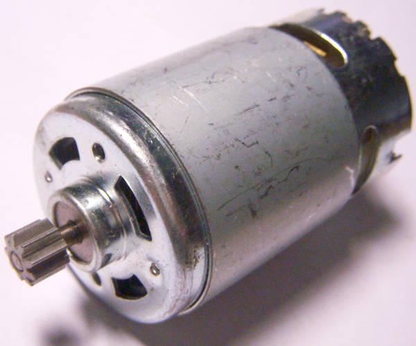 Электродвигатель для шуруповерта, моделирования роботов, автоматических устройств, радиоуправляемых машин, питание 14,4 Вольт, диаметр 37 мм, длина 57 мм, 9-зубая шестерня