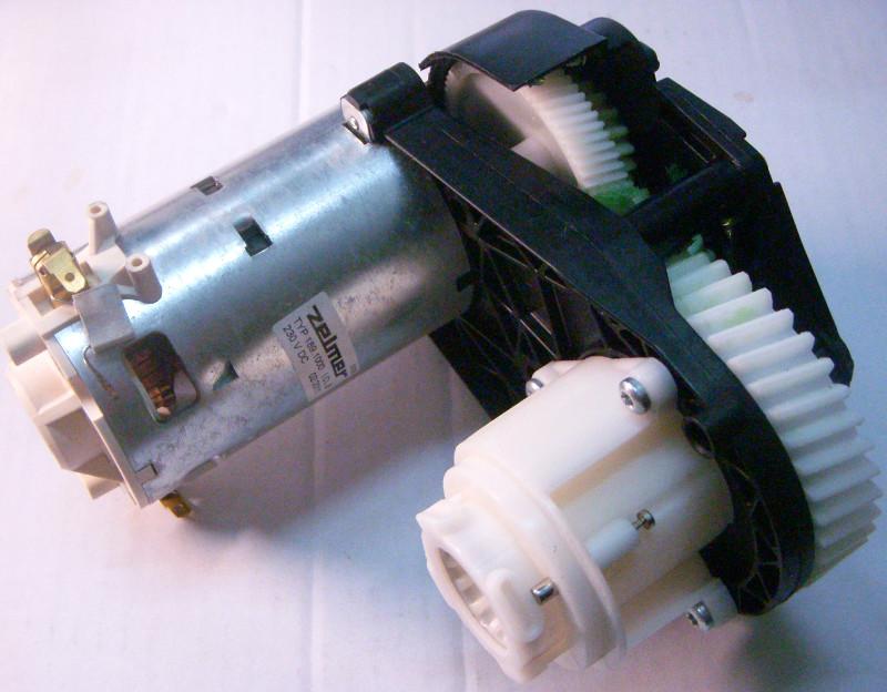 Привод кухонного комбайна - редуктор с электродвигателем в сборе для мясорубки ZELMER