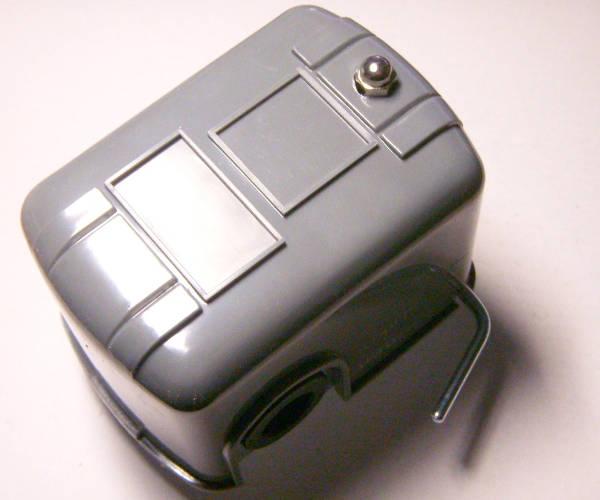 Качественное реле автоматики водоснабжения с отсечкой насоса при отсутствии воды (защита от холостого хода), диапазон рабочего давления 1,4-4,6 Атм