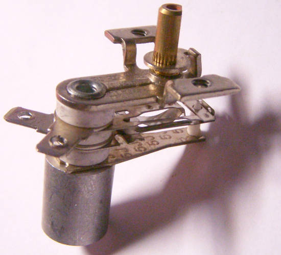 Биметаллический терморегулятор 10 ампер на металлической втулке